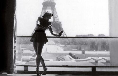 Janine Solane au foyer du théâtre de Chaillot. Source bnf: https://www.bnf.fr/fr/agenda/chaillot-une-memoire-de-la-danse
