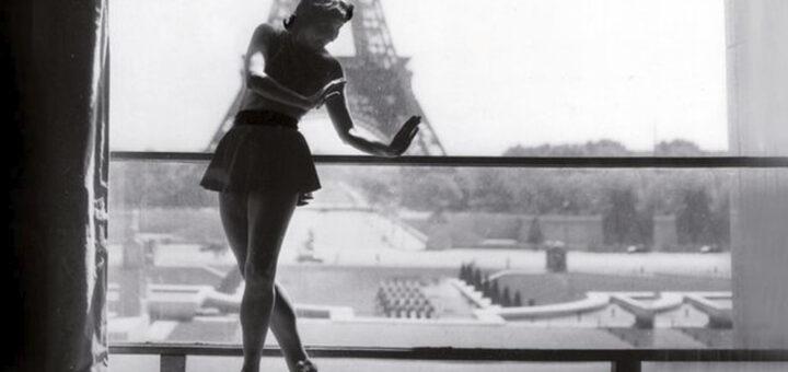 Janine Solane au foyer du théâtre de Chaillot. Source bnf : https://www.bnf.fr/fr/agenda/chaillot-une-memoire-de-la-danse